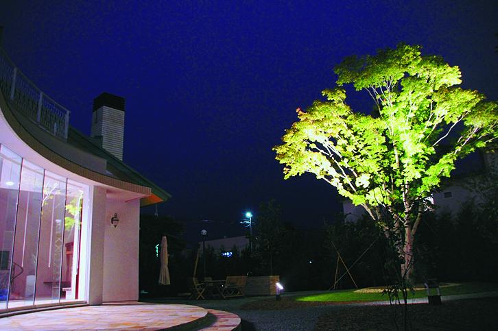 夜の庭を魅せる 24Vライティングシステム